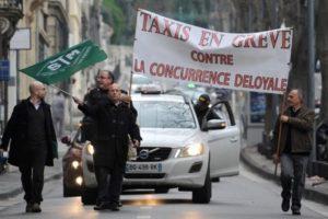 Taxis en grève contre la concurrence des vts et de l'application de covoiturage payant Uberpop