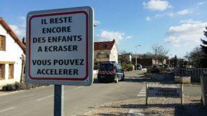 Le panneau de signalisation insolite de la commune de Bretenière