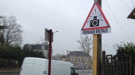 panneaux de signalisation de radars installé par le maire