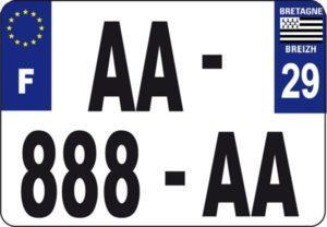 taille unique pour les plaques d'immatriculation des deux-roues