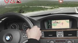 technologies embarquées système de navigation reconnaissance des panneaux de signalisation système de freinage automatique régulateur de vitesse gps