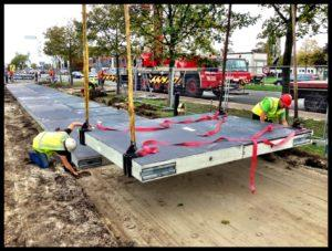 Installation de la piste cyclable Solaroad en Hollande