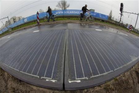 Solaroad-piste-cyclable-route-sollaire-récupération-dénergie-alimentation-panneaux-photovoltaiques