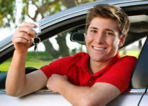 Résultats du permis positifs, l'apprenti conducteur peut prendre la route