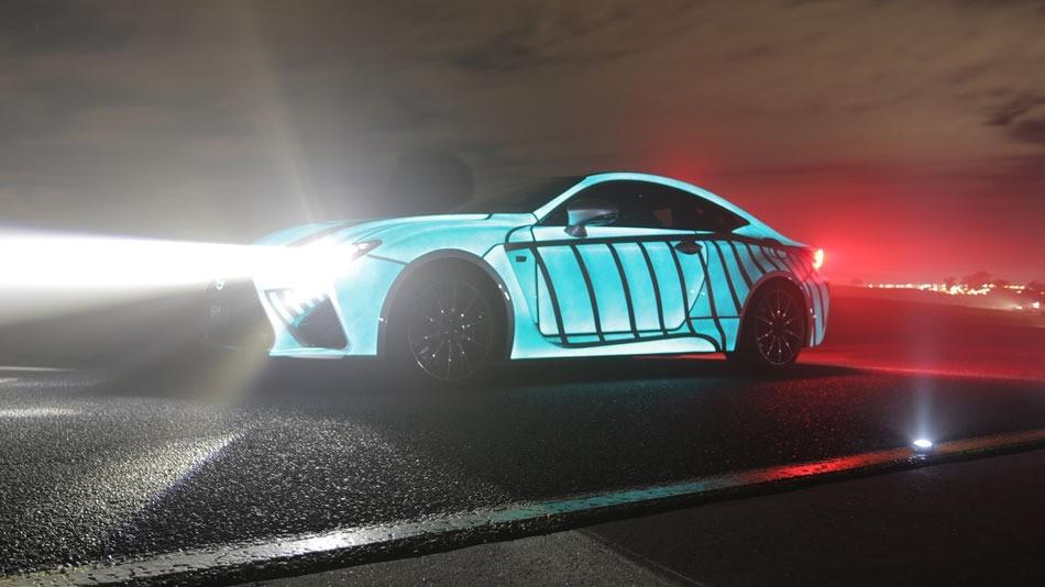 lexus RC-F peinture électroluminescente rythme cardiaque puls voiture qui pulse revêtement animé