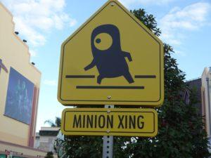 Route bloquée par un minion à Dublin: attention, passage de Minions!