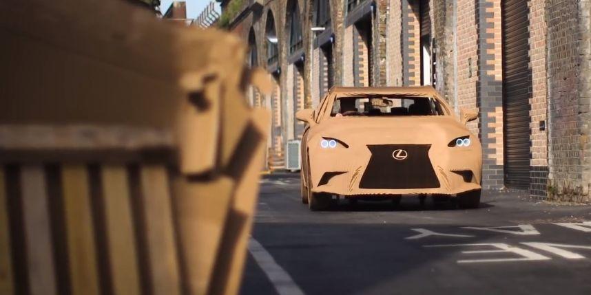 Lexus origami voiture en carton