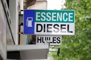 panneau station-service carburant