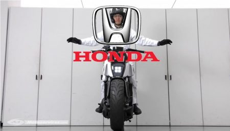 Moto auto-équilibrée