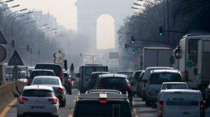 Pollution sur l'avenue des champs Elysée à Paris